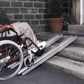 рампа за инвалиди